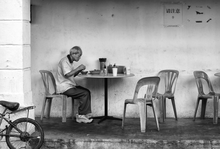 A dinner in solitude, by a roadside foocourt, Jalan Besar, Singapore