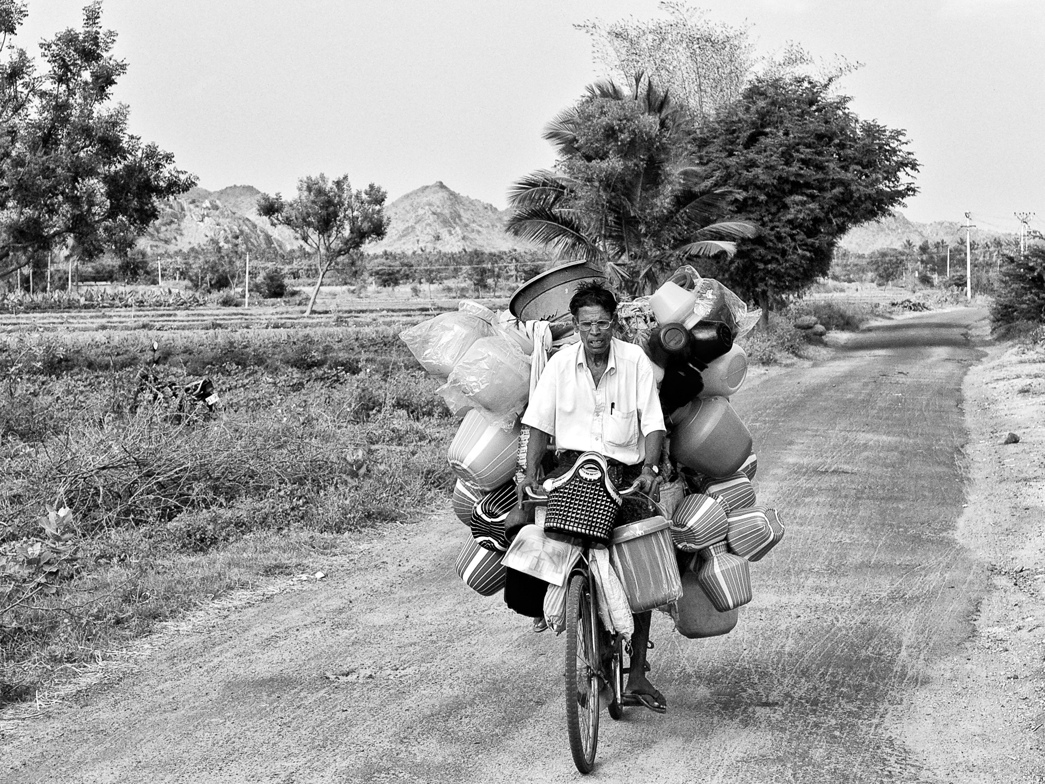 A plastic pot seller, on his way to another village. T. Kallupatti, Tamil Nadu, India