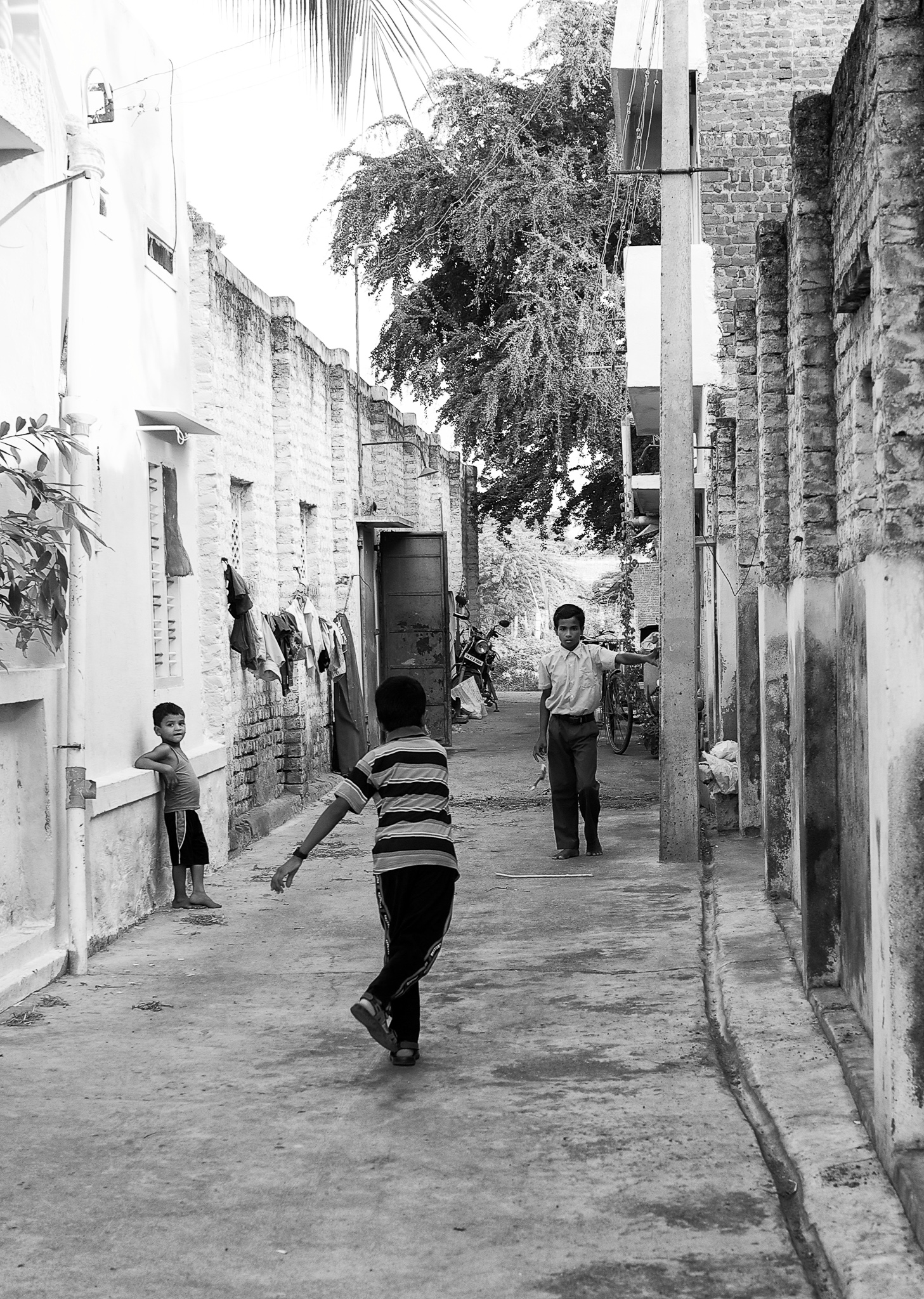 Kids playing the street game, kitti-pul (Gilli-danda) in a narrow lane, Virudhunagar, Tamil Nadu, India